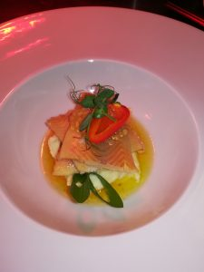 Geräuchertes Rhönforellenfilet auf Petersilienwurzel mit Nußbutter und Kaviar